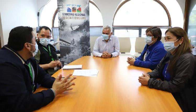 Gobernador Pablo Silva Amaya manifiesta su preocupación por la disminución de camas pediátricas del Hospital Regional